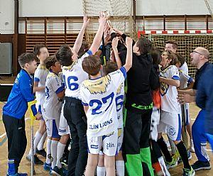Mladší žáci Zlín LIONS s vítězným pohárem